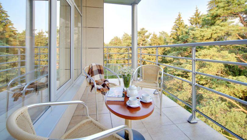 Балкон в загородном доме отдыха