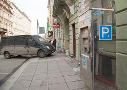 Парковка затормозила