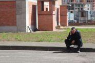 Сидящий человек