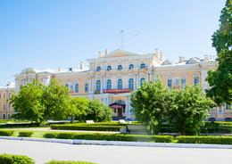 «Интарсия» отказалась от «суворовских» миллиардов