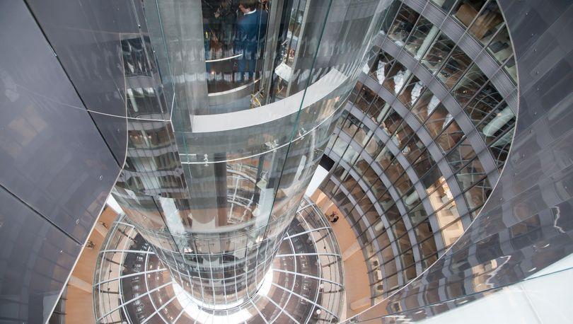 Невская ратуша. Лифт