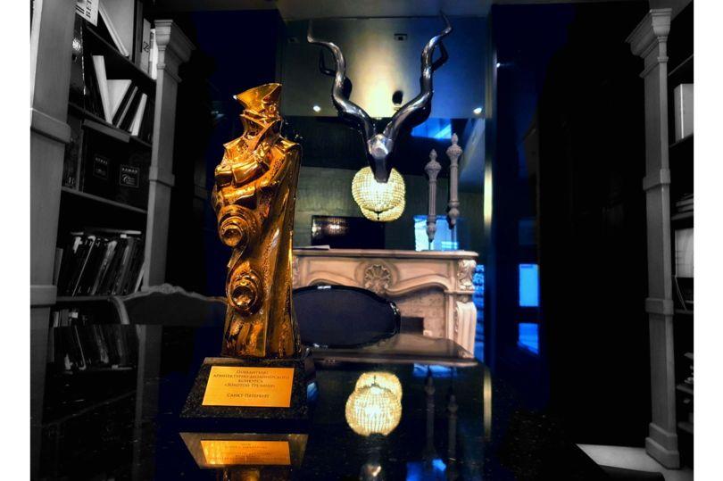 Статуэтка «Золотой Трезини» в интерьере