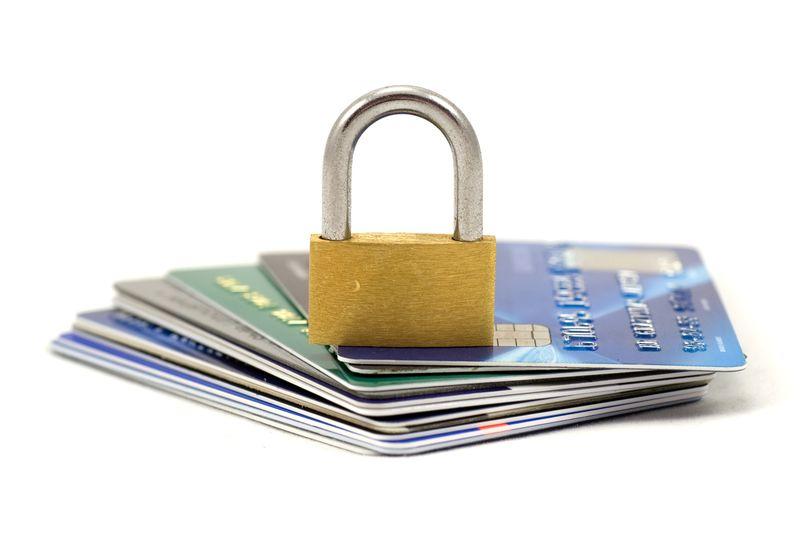 страхование карт и счетов клиентов от мошеннических списаний
