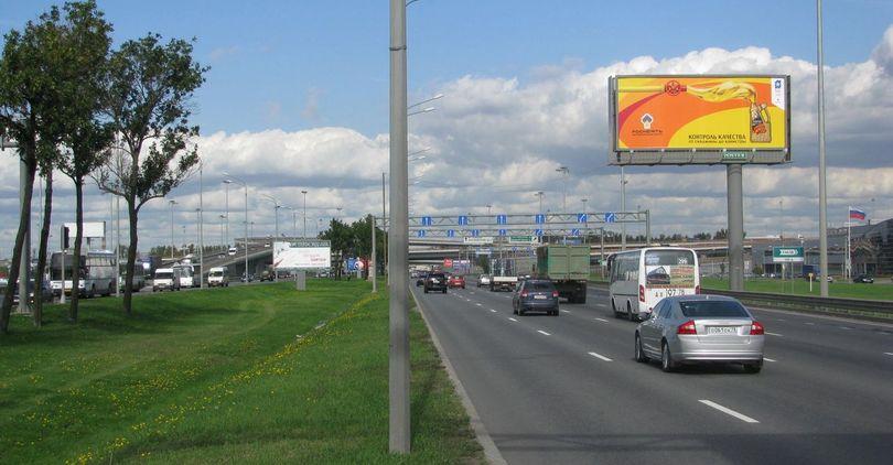 На Пулковском шоссе строят надземный переход