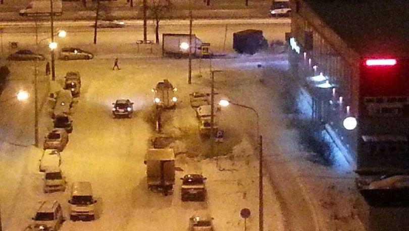 Автомобиль попал в зону коммунальной аварии на Турку