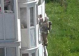Из горящей квартиры в Красном Селе спасли ребенка
