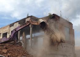 «Размах СПБ» демонтировал старые корпуса Усть-Ижорского фанерного комбината
