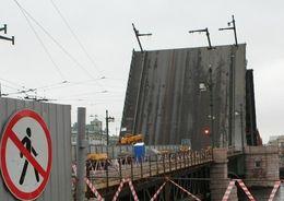 Дворцовый мост откроется 20 мая