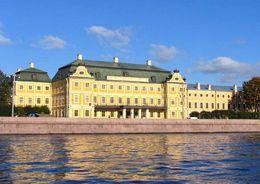 Петербургский университет реставрирует памятники