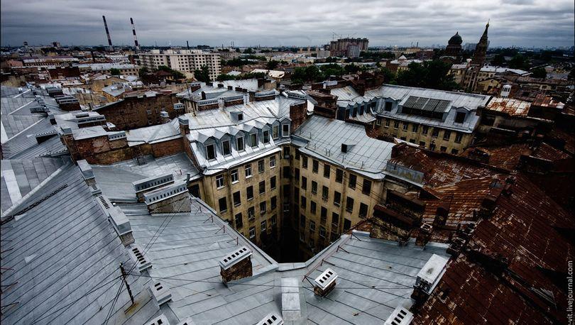 В Петербурге отстает от графика ремонт 50 крыш