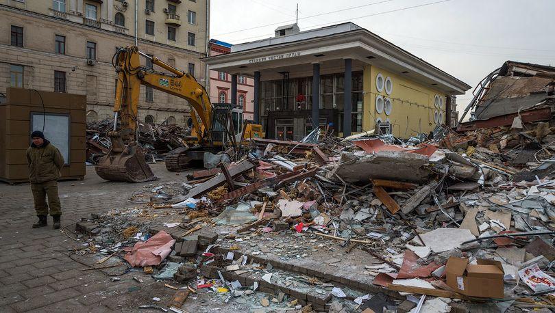 В Петербурге сносят незаконные павильоны