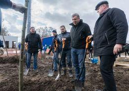 Возле «Зенит - Арены» посадили кусты и деревья