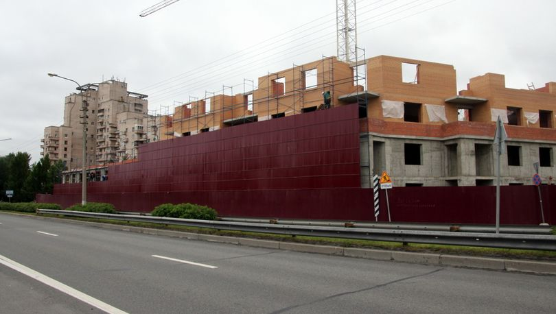 Дом в Сестрорецке «отодвинули» от  Приморского шоссе