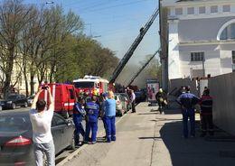Пожар в Манеже тушат 50 человек