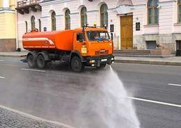 Дорожные предприятия возобновили мойку улиц Петербурга