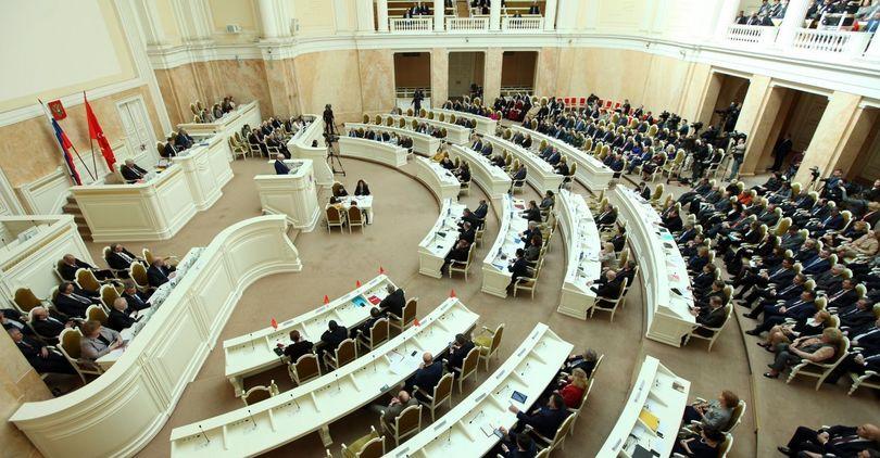 Депутаты ЗакСа проголосовали за жесткий бюджет