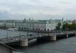 Дворцовый и Благовещенский мосты разведут на всю ночь