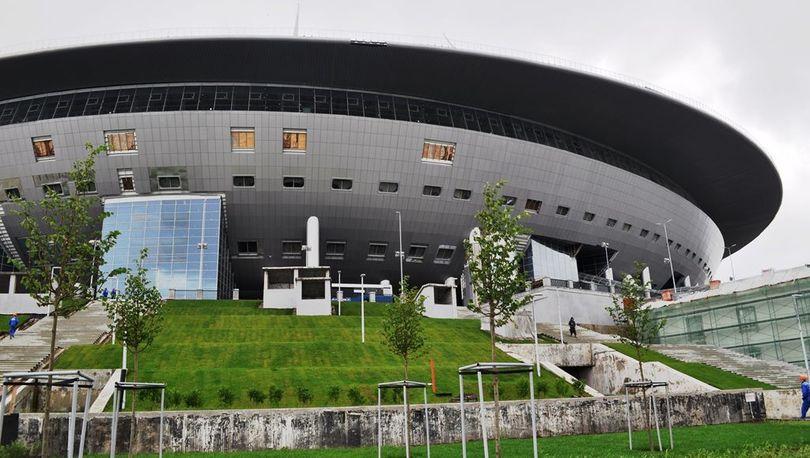 На стадионе на Крестовском отслужили молебен об успешной достройке