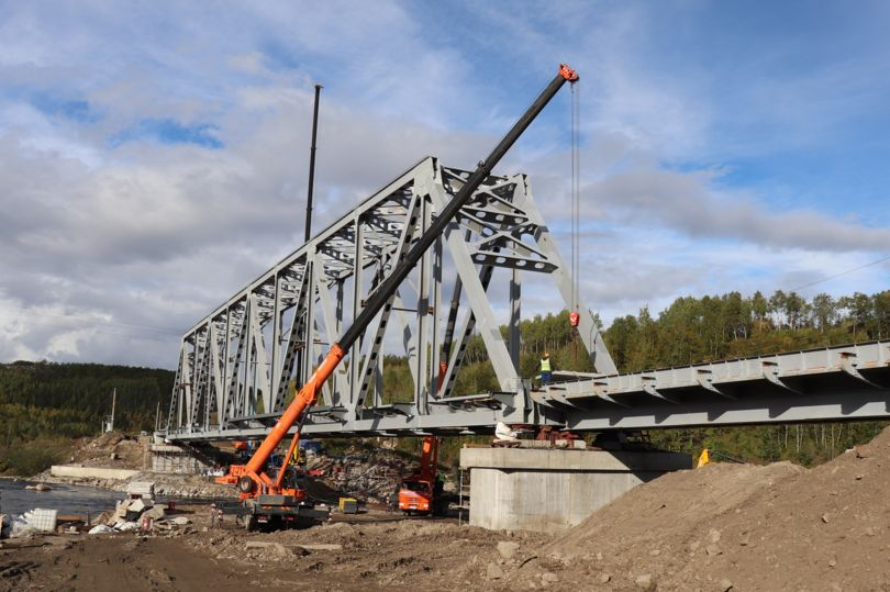 Мост через реку Кола