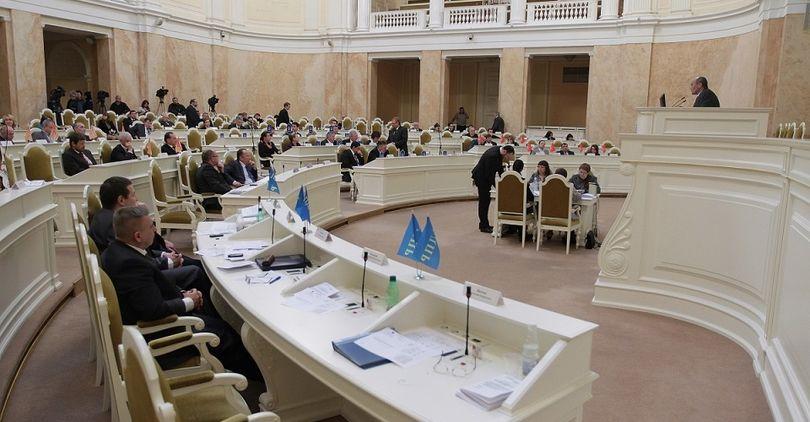 Депутаты ЗакСа поддержали губернатора и инвесторов