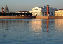 Здание Биржи на Васильевском острове начинают отапливать и освещать