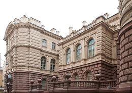 Роснефть арендовала сама у себя часть Мало-Михайловского дворца