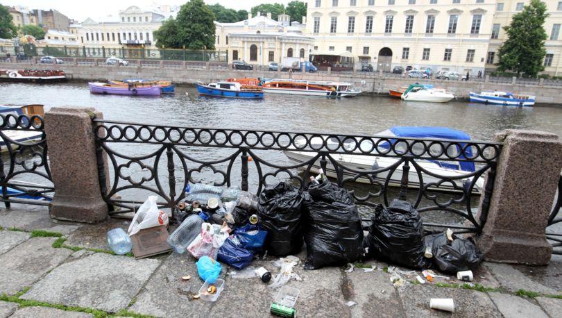мусор на набережной