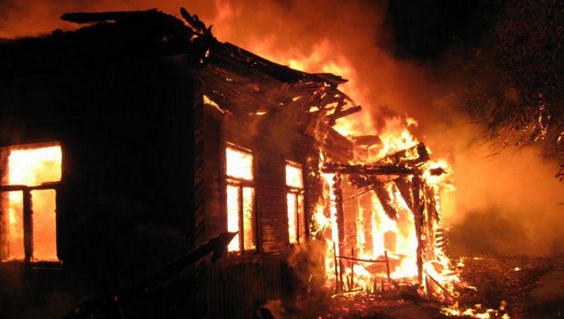 Шесть человек спасли из горящего дома в Петергофе