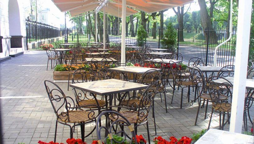 Летние кафе в Петербурге оформят в едином стиле