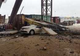 На строящемся участке ЗСД плита упала на автомобиль