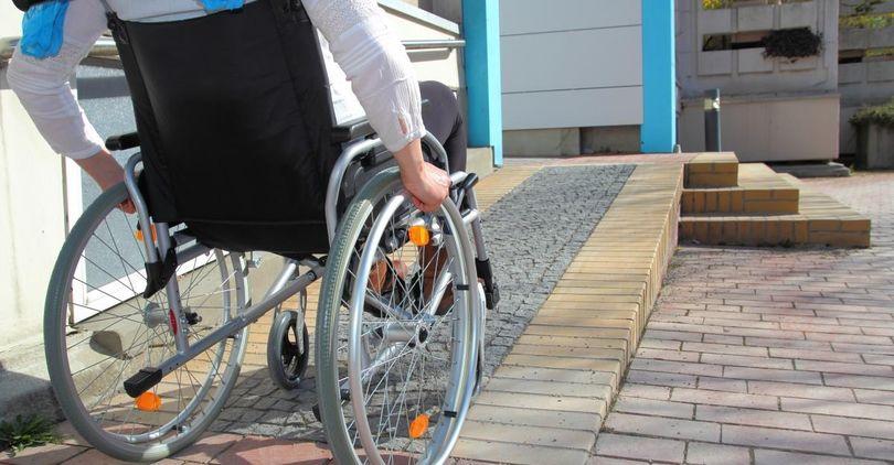 Инвалидов могут начать переселять в новые дома