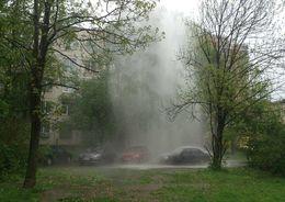На Товарищеском проспекте забил коммунальный фонтан