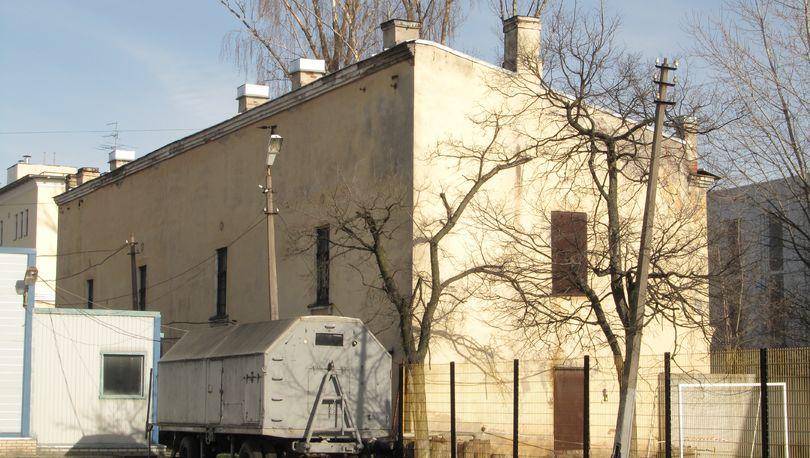 На улице Одоевского начался снос исторического здания