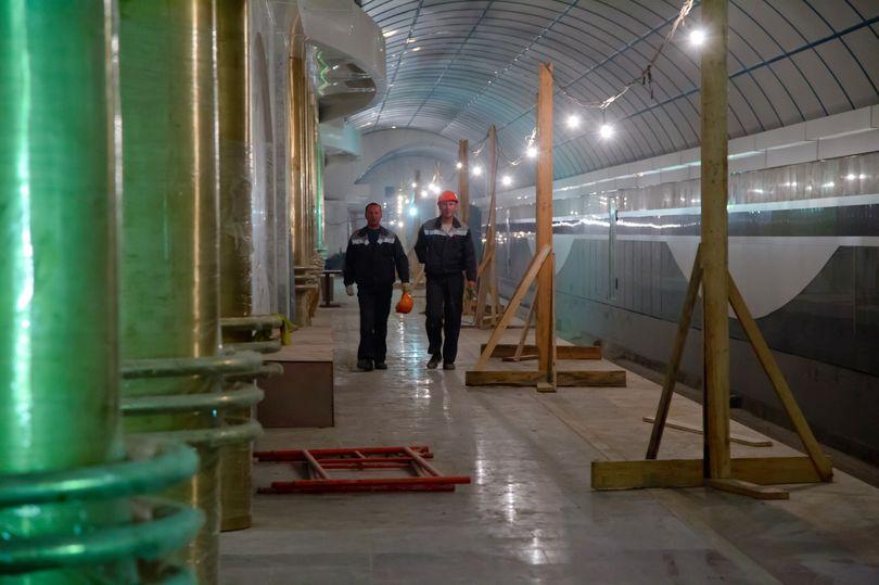 Рабочие в метро