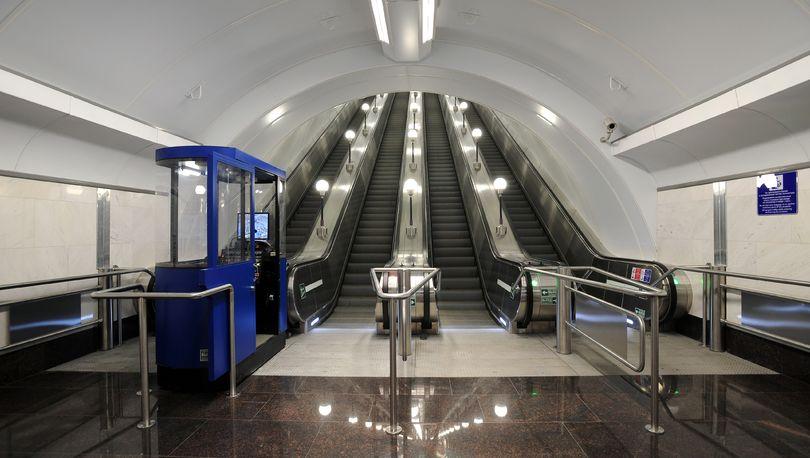 На переходе «Спасская» — «Сенная» ремонтируют эскалатор