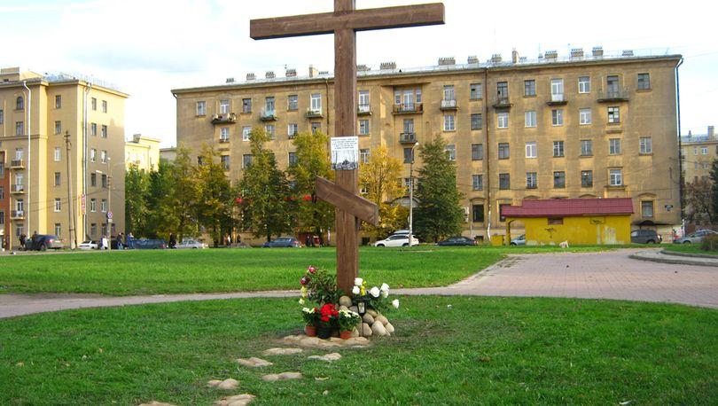 Поклонный крест на месте Фарфоровского кладбища