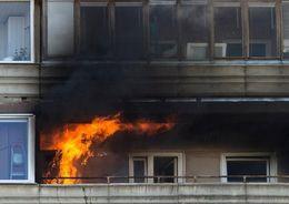 На ул. Есенина 30 человек эвакуировали из-за пожара