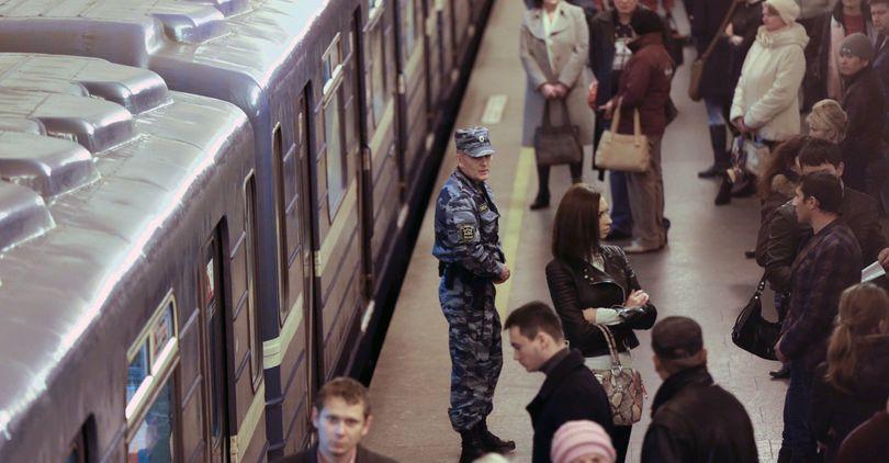 «Жуткая толчея»: петербургский депутат пожаловался Медведеву надосмотры вметро