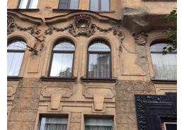КГИОП оштрафует виновных в уничтожении лепнины на Большой Пушкарской улице