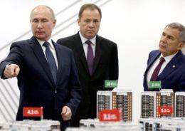 Путин с рукой