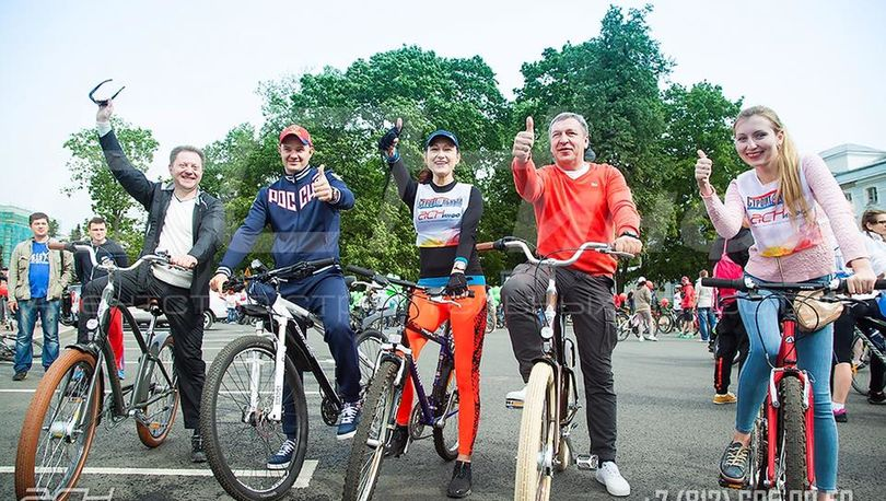 Строители Петербурга отметили профессиональный праздник велопробегом