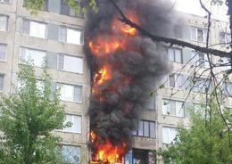 В жилом доме в Купчино тушат крупный пожар