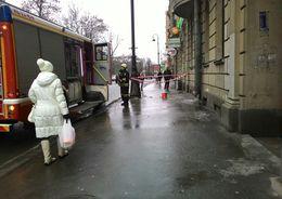С дома на Каменноостровском упала штукатурка