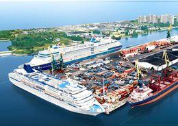 В морском порту Петербурга выравнивают дно и отремонтируют железную дорогу