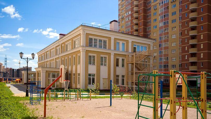 До конца года застройщики передадут  Петербургу 80 социальных объектов