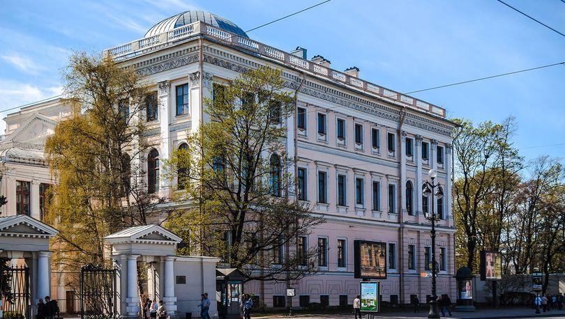 Ограду Аничкова дворца отреставрируют за 26 млн рублей