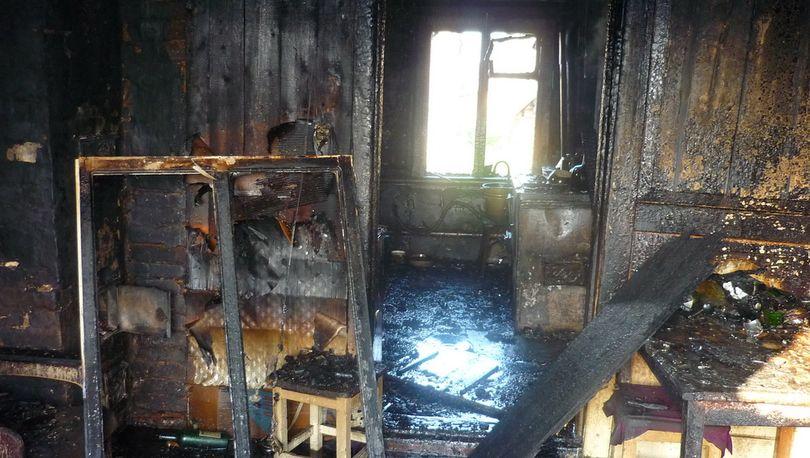 На Новаторов из горящей квартиры спасли двух человек