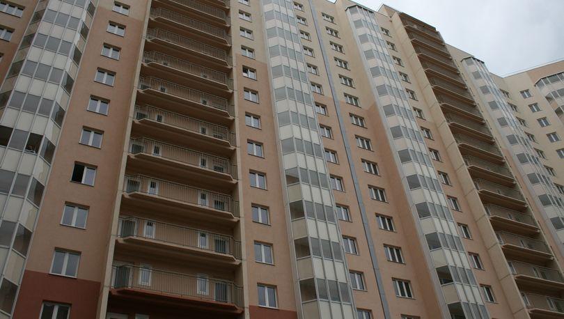 Смольный приобрел 1228 квартир для очередников