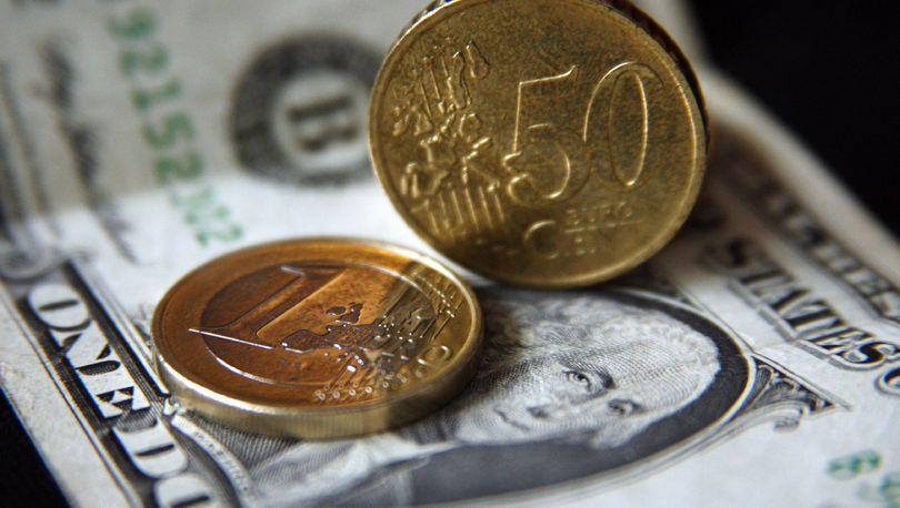 Курсы доллара и евро понизились