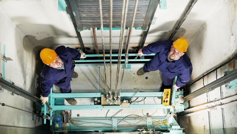 235 домов в Петербурге получат новые лифты